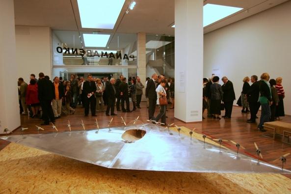 Expoziţia Conquering Gravity prezintă publicului maghiar structurile spectaculare şi inspirate ale artistului belgian Panamarenko