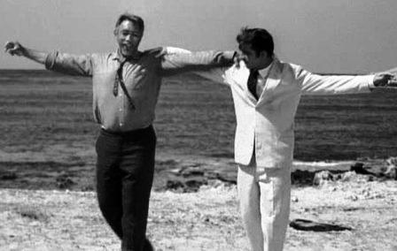 Anthony Quinn şi Alan Bates în Zorba Grecul