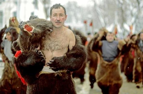 Alecsandra Drăgoi - Dansul Ursului, Tradiţii de Anul Nou la români (SWPA 2013)