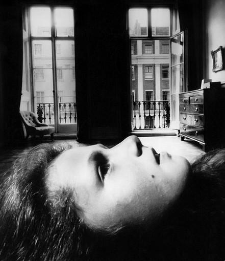 Bill Brandt -Portrait of a Young Girl (foto http://www.fotomagazin.ro)