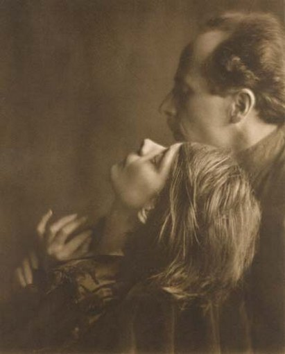 Margrethe Mather și Edward Weston (Fotografie de Imogen Cunningham, 1922) Sursa foto Wikipedia