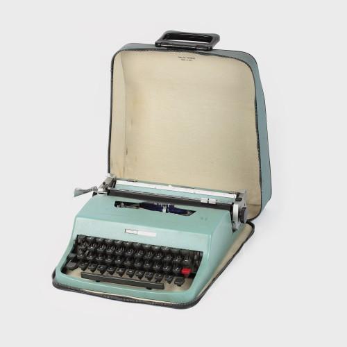 Maşină de scris Olivetti, i-a aparţinut lui GeorgeMacovescu