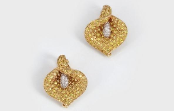 Flori de cală - pereche de cercei din aur, decorați cu safire galbene  și diamante