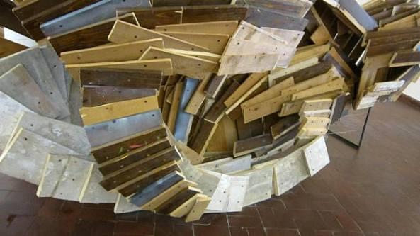 Marius Burhan - Pasărea (lemn, metal, sfoară, ulei, dimensiuni variabile, 2014)