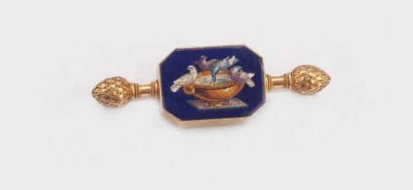 bro¡a-pandantiv din aur, decorat¦ cu micromozaic